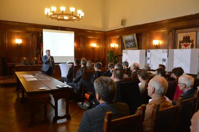 Bürgermeister Dr. Oliver Hermann begrüßte die Teilnehmer eines Workshops zum Thema Hochwasserschutz im Rathaus I Foto: Martin Ferch