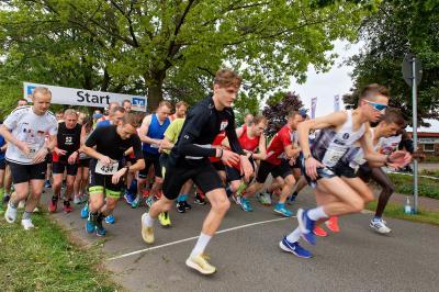 Start der Läuferinnen und Läufer beim Neuenkirchener Abendlauf