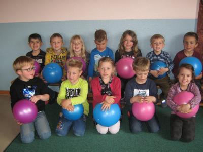Foto zur Meldung: Kindergartenkinder bekommen neue Bälle