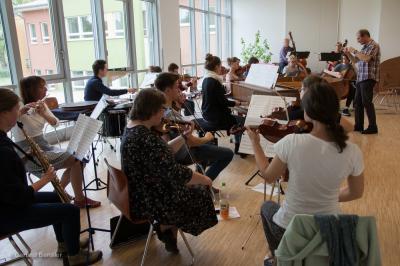 Foto zur Meldung: Streicher musizierten mit Gästen
