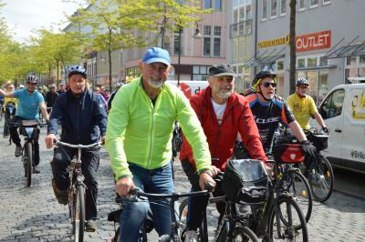 835 Radler aus Perleberg kamen um 11 Uhr vor dem Kultur- und Festspielhaus in Wittenberge an I Foto: Martin Ferch