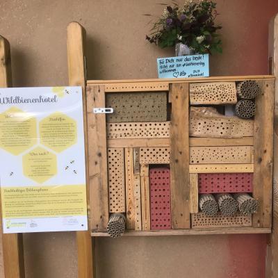Foto zur Meldung: 24/7 Wildbienenhotel hat noch freie Übernachtungsplätze