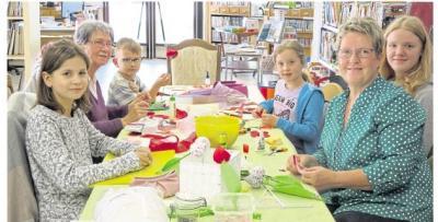 Foto zur Meldung: Kleine Künstler kreieren zauberhafte Muttertagsgeschenke