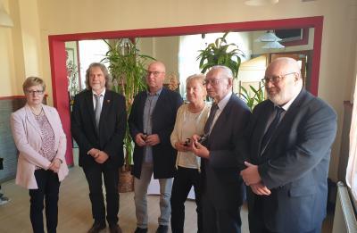 Foto zur Meldung: Stadt Calau ehrt erstmals verdiente Bürger mit der Ehrennadel in Gold