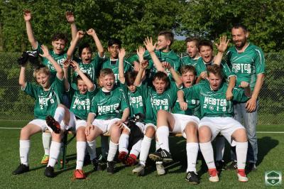 Foto zur Meldung: D-Jugend SG Oberpolling feiert vorzeitige Meisterschaft