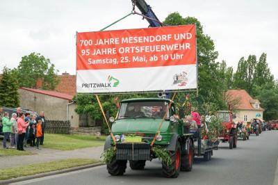 Der bunt geschmückte Festumzug führte vom Festplatz zum Pollo und wieder zurück. Foto: Andreas König/Stadt Pritzwalk