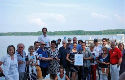 Foto zur Meldung: Preisverleihung Lieblingssee Deutschland: Der Pokal geht zum zweiten Mal an den Scharmützelsee