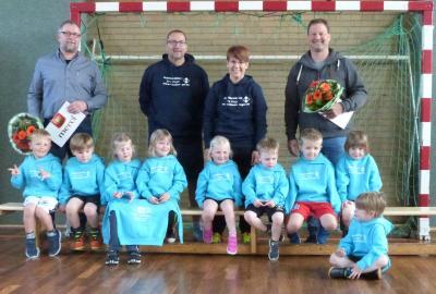 Foto zur Meldung: Sweatshirts für unsere Handballzwerge