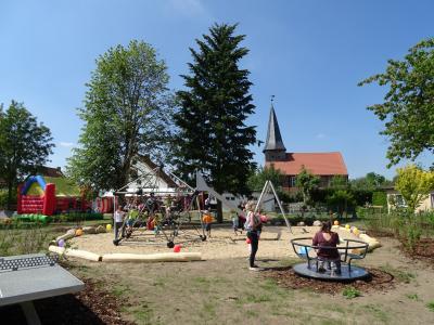 Vorschaubild zur Meldung: Spielplatz im Kyritzer Ortsteil Rehfeld eingeweiht