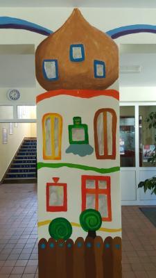 Foto zur Meldung: Hundertwasser-Bilder im Foyer der SJG