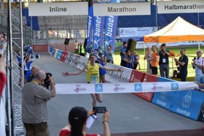 Foto zur Meldung: Nikki Johnstone gewinnt den 36. Rhein-Ruhr-Marathon