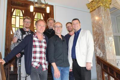 Norbert und Hartmut Leisegang besuchten gemeinsam mit dem Team des MDR das Sassnitzer Rathaus. (Foto: Stadt Sassnitz)