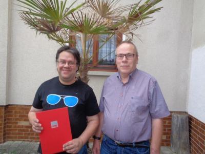 Jubilar David Schmidl und OV-Vizevorsitzender Uwe Meckel