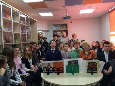 Deutsche und russische Jugendliche während der Jugendbegegnung im russischen Kingisepp.