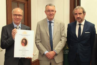 Preisträger Prof. Dr. Walter Sommerfeld mit Dr. Michael Lüders und Prof. Dr. Hermann Parzinger. Foto: Deutsch-Arabische Gesellschaft