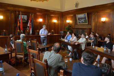Bürgermeister Dr. Oliver Hermann begrüßte die Teilnehmer im Rathaus I Foto: Martin Ferch