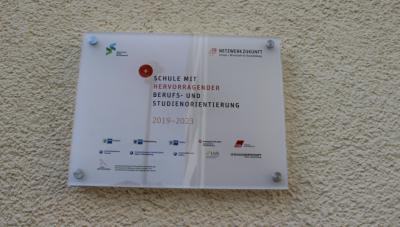 Vorschaubild zur Meldung: GOS: Grund- und Oberschule Salvador Allende bekommt Auszeichnung