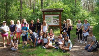 Vorschaubild zur Meldung: Klasse 5a unterwegs im Lubminer Wald