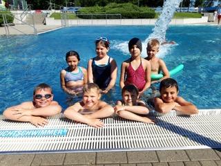 Vorschaubild zur Meldung: Im Land der Seen und der Ostseeküste mangelt es Kindern häufig am elementaren Können im Schwimmen. Das soll sich ändern. Im Landtag gab es viele Vorschläge.