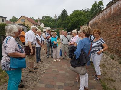 Stadtführung zuerst an der alten Stadtmauer entlang.