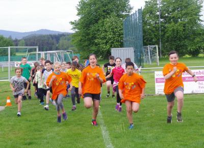 Foto zur Meldung: Röslauer Schulkinder erlaufen für einen guten Zweck fast 700 €