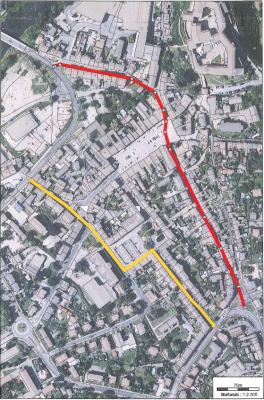 Einbahnstraßenführung Gelb stadtauswärts Richtung Hartha und Döbeln über Schulstraße, Sophienplatz, Sophienstraße  Rot stadteinwärts Richtung Bad Lausick, und Grimma über Töpfergasse, Markt, Baderberg, Badergasse