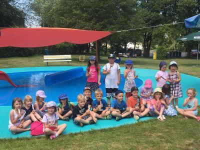 Vorschaubild zur Meldung: Kinder der Kindertagesstätte Löhlbach besuchen Waldschwimmbad in Löhlbach