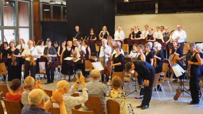 begeisterter Schlussapplaus für ein wunderbares Sommerkonzert! Foto: Susanne Weber