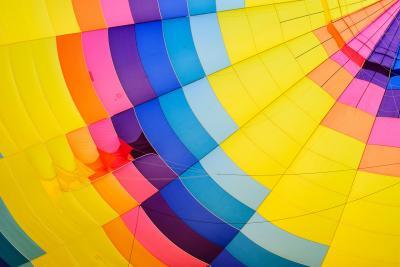 https://pixabay.com/de/photos/abstrakt-luftschiff-hell-farbe-1867656/