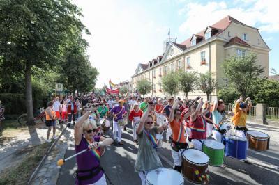 Foto zur Meldung: Erster Christopher-Street-Day in Falkensee gefeiert