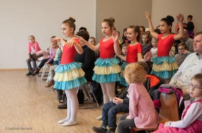 Tänzerinnen beim Kindergartenkonzert in der Lübzer Grundschule, Foto: Gerlind Bensler