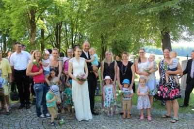 Brautpaar beim Verlassen der Kirche
