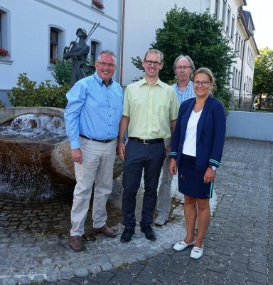 Bild von links: Erster Bürgermeister Stefan Busch, Roland Weiß, Michael Munzert und Nadja Wolfram