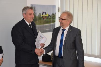 Pierre Bittendorf und Bürgermeister Thomas Brunner
