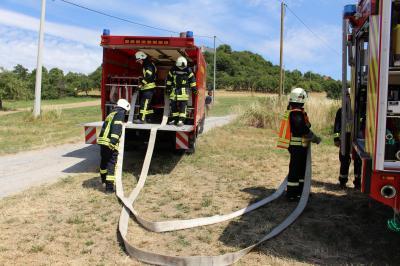 Verlegen der Schlauchleitung mit dem Gerätewagen-Logistik (GW-L)