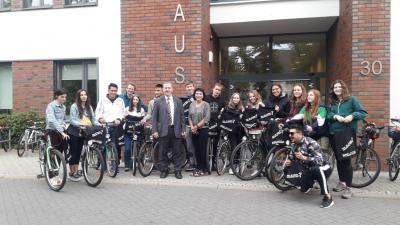 Foto zu Meldung: Mitteilung des Bürgermeisters der Gemeinde Rangsdorf – 15. Internationales Workcamp eröffnet – Klimagarten Rangsdorf nimmt Gestalt an