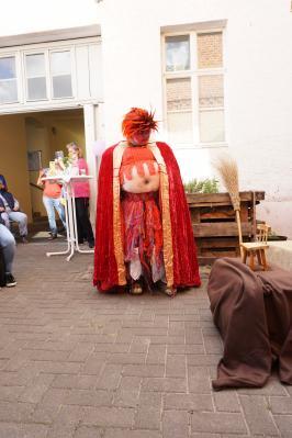 Foto zur Meldung: AWO Ortsverein Neuruppin feierte Hoffest mit Troll Trude