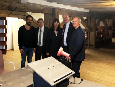 von links: Projekteilnehmer Tim Krenke, Bürgermeister Dr. Oliver Hermann, Susanne und Dietmar Woidke und Lutz Lange, Geschäftsführer der Genesis GmbH I Foto: Christian Meier