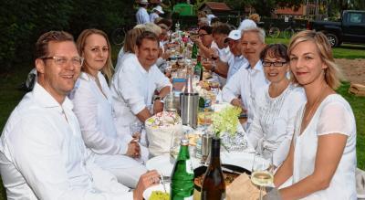 Foto zur Meldung: Tangstedter White Dinner als Kontaktbörse