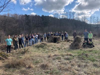 Foto zur Meldung: 2. Platz für die 7. Klassen der Puricelli-Realschule plus beim Kunstwettbewerbs der Waldjugendspiele 2019
