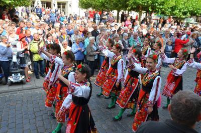 """Tänzerinnen der Gruppe """"Hortse"""" aus Razgrad bereicherten den Festumzug beim BRANDENBURG-TAG I Foto: Gerhard Baack"""