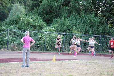 Vorschaubild zur Meldung: Neuer Vereinsrekord der 4x100m-Staffel
