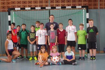 """Foto zur Meldung: """"Vorwärts Röslau"""" weckt bei den Röslauer Grundschulkindern die Freude am Fußballspiel"""