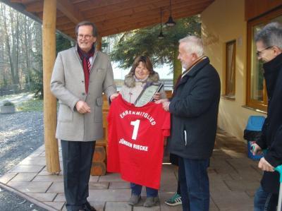 Foto zur Meldung: Erstes Ehrenmitglied im Tierpark-Förderverein