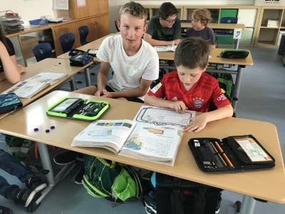 Vorschaubild zur Meldung: Lesen lernen mit der Klasse 1g