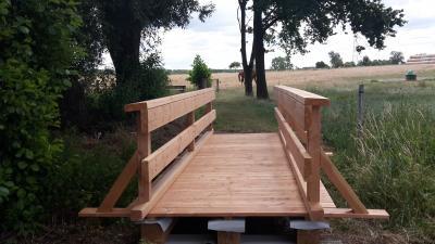 Foto zur Meldung: Neue Brücke am Teich in Meinkot