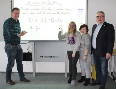 """Interaktive Tafeln an Sekundarschule Olsberg: """"Eine große Bereicherung in allen Fächern"""""""
