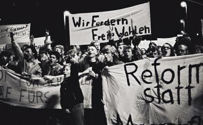 """Vorschaubild zur Meldung: Ausstellung im Rathaus """"Von der Friedlichen Revolution zur deutschen Einheit"""" und Vortrag von Rainer Eppelmann am 13.08.2019"""