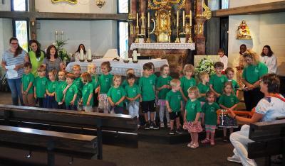 Kinder der Kindertagesstätte beim Gottesdienst; Foto: Gerhard Rott
