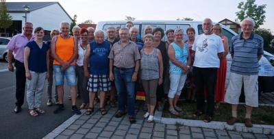 Bild von links: Erster Bürgermeister Stefan Busch aus Selbitz, Erste Bürgermeisterin Annika Popp aus Leupoldsgrün und die Ehrenamtlichen der Teams aus Selbitz und Leupoldsgrün